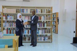 الإمارات للدراسات يهدي جامعة العين للعلوم والتكنولوجيا مجموعة من أحدث إصداراته